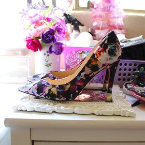GUESS COLORFUL FLORAL ROSE HEELS